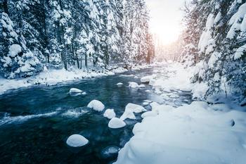 Rennende elv en kald januarmorgen